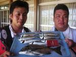 7月17日 ダゴチン釣りで太田黒さんと青木さん チヌ35㎝ アジ24㎝を頭に7匹