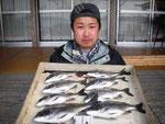 4月10日 ダゴチン釣りで岩下さん メイタ35㎝を頭に8匹