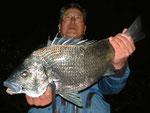 3月29日 磯からフカセ釣り 森さん 56.4㎝を頭に2匹