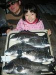 2月8日 磯釣りで島田さん ガバチヌ52.1㎝・48.5㎝・47.5㎝