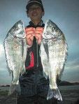 2月20日 磯釣りで松永さん 良型チヌ47㎝~45㎝3匹