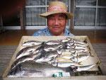 5月9日 ダゴチン釣りで下村さん チヌ44㎝~28㎝・7匹 アジ23㎝前後17匹