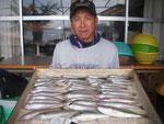 7月28日 ボート釣りで川原さん キス24㎝を頭に48匹 グチ2匹