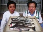 7月3日 磯釣りで木村さんと山下さん 良型チヌ45.6㎝ クロ26㎝を頭に8匹 バリ28㎝ アジ3匹