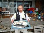 6月21日 ダゴチン釣りで林田さん チヌ41㎝ アジ22㎝前後8匹