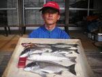 5月22日 ダゴチン釣りで森さん チヌ40㎝・38㎝・30㎝」クロ28㎝・23㎝ ガラカブ18㎝前後2匹 ボラ41㎝