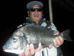 2月21日 磯釣りで杉本さん 良型チヌ45㎝を頭に2匹