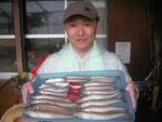 6月18日 ボート釣りで藤森さん 25㎝を頭に18匹