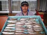 5月1日 ボート釣りで倉田さん キス23㎝を頭に40匹 グチ、トラギス5匹づつ