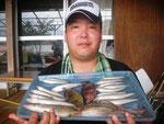 8月16日 ボート釣りで北川さん キス22㎝を頭に15匹 マダコ500g