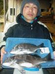 2月13日 ダゴチヌ釣りで中村さん 良型チヌ46㎝・39㎝