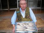 6月25日 ボート釣りで鈴木さん キス26㎝を頭に23匹