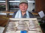 8月16日 ボート釣りで北川さん キス24㎝を頭に40匹 トラハゼ2匹
