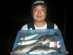 7月5日 磯釣りで上野さん クロ29㎝・26㎝ アジ27㎝・25㎝ メイタ30㎝