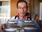 8月12日 ボート釣りで中村さん キス26㎝を頭に20匹