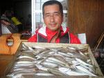 8月20日 ボート釣りで手島さん キス21㎝を頭に58匹