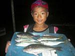 8月2日 磯釣りで剛くん クロ30㎝ アジ25㎝を頭に5匹