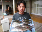 7月3日 磯釣りで松葉さん チヌ40㎝を頭に2匹 クロ26.5㎝を頭に5匹