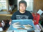 8月27日 ボート釣りで村上さん キス7匹 ベラ3匹 マゴチ1匹 トラギス1匹