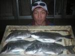 4月5日 磯釣りで藤木さん チヌ42㎝を頭に4匹