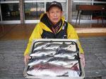3月9日 ボートから片岡さん 真鯛50㎝とメイタ7匹