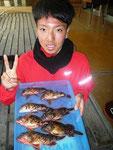 2月25日 ボート釣りで上村さん ガラカブ21㎝~17㎝・7匹