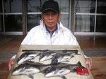 5月28日 ダゴチン釣りで宮村さん チヌ40㎝~35㎝を5匹