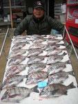 3月29日 ダゴチン釣りで清田さん チヌ36㎝~25㎝を23匹