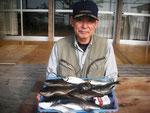 5月31日 ボート釣りで東さん 良型チヌ45㎝ クロ30㎝を頭に4匹 アジ24㎝前後を2匹