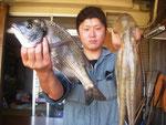 8月10日 ダゴチン釣りで建山さん チヌ38㎝ タコ450g