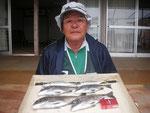 5月24日 ダゴチン釣りで林田さん チヌ36㎝を頭に4匹 アジ26㎝・2匹