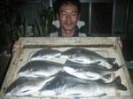 4月1日 磯釣りで池田さん チヌ44㎝を頭に6匹