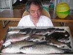7月27日 ダゴチン釣りで北原さん ボラ60㎝・55㎝ キビレ40.5㎝ チヌ36㎝を頭に3匹 ヒラメ36戦にt クロ26㎝~24㎝5匹