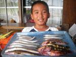 8月22日 ボート釣りで柿原くん キス22㎝を頭に10匹 マゴチ1匹 ガラカブ1匹 ハタ2匹 トラハゼ2匹