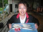 6月14日 ボート釣りで井上さん キス25㎝~20㎝を8匹 20㎝以下リリース