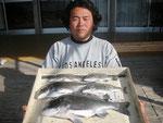 4月13日 ダゴチン釣りで小平さん 48.5㎝を頭に5匹