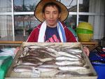 7月28日 ボート釣りで塚本さん キス23㎝を頭に40匹 グチ8匹 マゴチ5匹