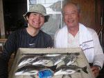 8月17日 ダゴチン釣りで坂本親子 チヌ35㎝を頭に6匹 アジ20㎝ 1匹