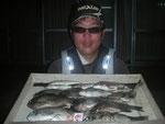 7月3日 磯釣りで末永さん クロ29.2㎝を頭に10匹 アジ3匹