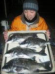 2月6日 磯釣りで泉田さん 良型チヌ48㎝・45㎝・43㎝