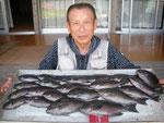 7月9日 フカセ釣りで片岡さん クロ31㎝を頭に22匹