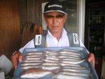 8月1日 ボート釣りでAさん キス24㎝を頭に25匹 タイ30㎝