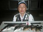 5月16日 磯釣りで中島さん チヌ40㎝・35㎝ クロ28.5㎝を頭に3匹