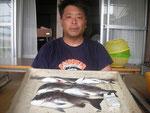7月27日 ダゴチン釣りで下田さん チヌ39㎝を頭に5匹