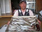 7月22日 ボート釣りで長谷さん キス24㎝を頭に61匹 トラギス18匹 ベラ3匹