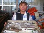 7月16日 ボート釣りで樋口さん キス24㎝を頭に30匹 グチ2匹 マゴチ1匹