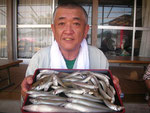 7月30日 ボート釣りで清田さん キス25㎝を頭に43匹