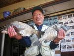 5月18日 磯釣りで狩野さん 良型チヌ46㎝・45㎝