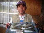 7月26日 アジ釣りで永野さん アジ24㎝を頭に9匹