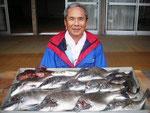 5月24日 ダゴチン釣りで西田さん 良型チヌ45.5㎝~33㎝を11匹 ガラカブ24㎝・2匹 クロ3匹 アジ2匹